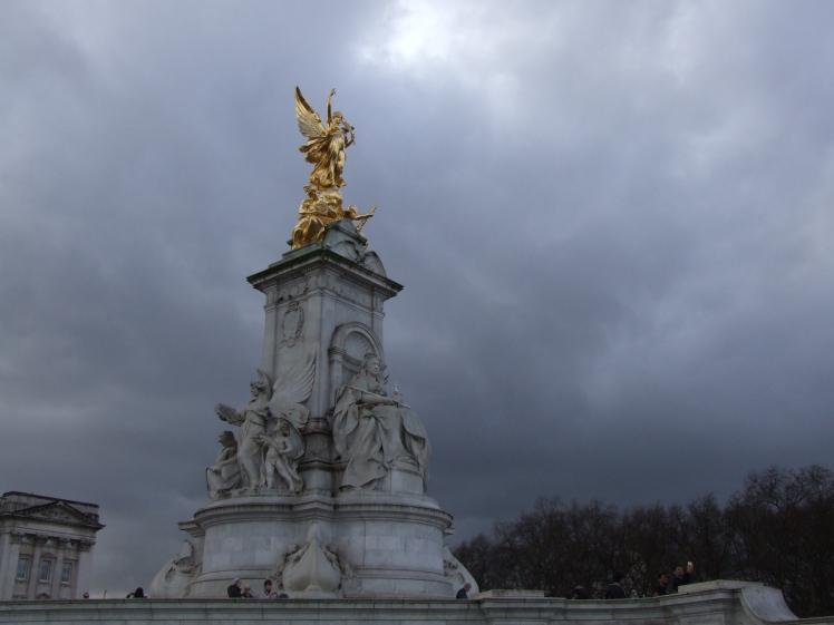 Victoria Statue (2).JPG